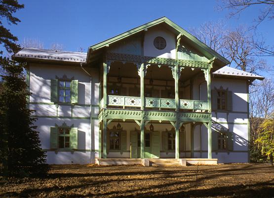 http://www.oreghazak.hu/files/gimgs/18_kochmaister-villa.jpg
